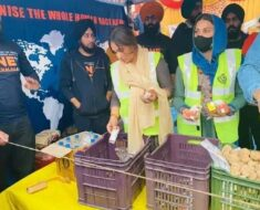 Himanshi Kurrana JOINS the farmers protest; Gives them food packets