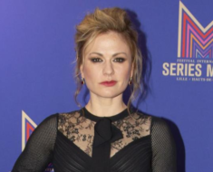 Anna Paquin Biography, Height, Weight, Age, Affairs